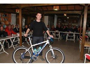 Atilla Atay, Mersin'de bisiklet tutkunlarıyla bir araya geldi