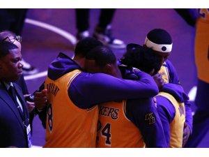 Staples Center'da 'Kobe Bryant' anıldı