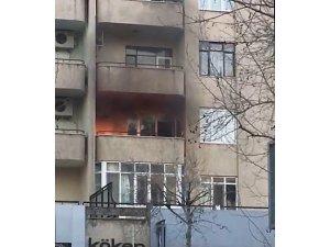 Evin balkonunda çıkan yangın korkuttu