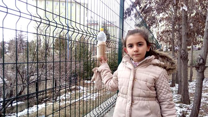 """Beyşehir'de kuşlar için """"askıda yem"""" uygulaması"""