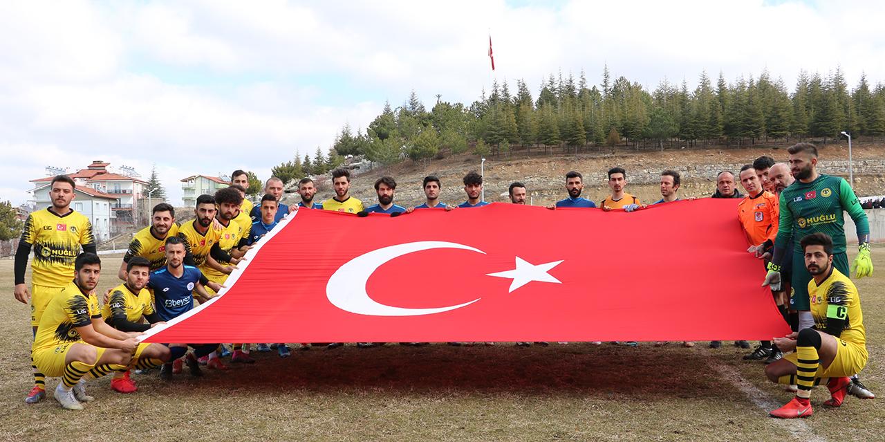 Beyşehir'den Mehmetçiğe Türk bayraklı destek