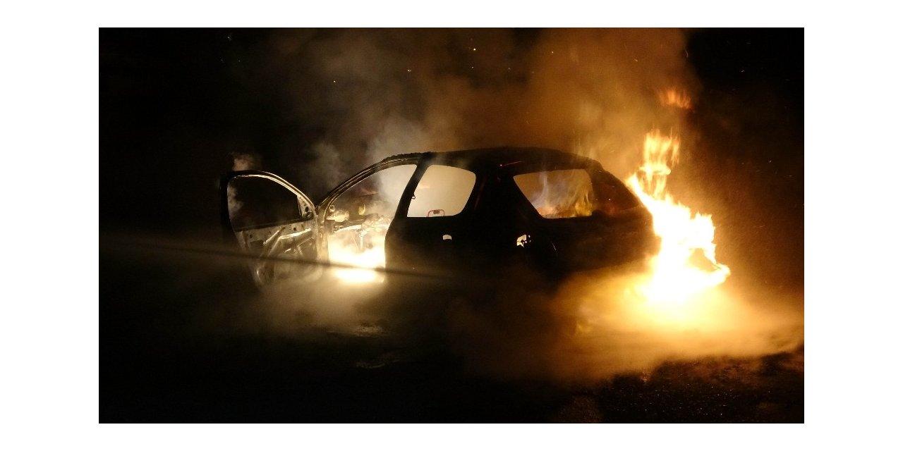 Polisten kaçarken kazada yanan araçtan uyuşturucu ve silah çıktı