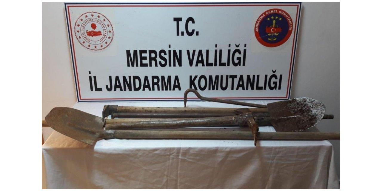 Tarsus'ta kaçak kazı yapan 5 kişi suçüstü yakalandı