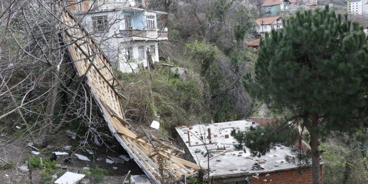 Zonguldak'ta kuvvetli rüzgar çatıları uçurdu