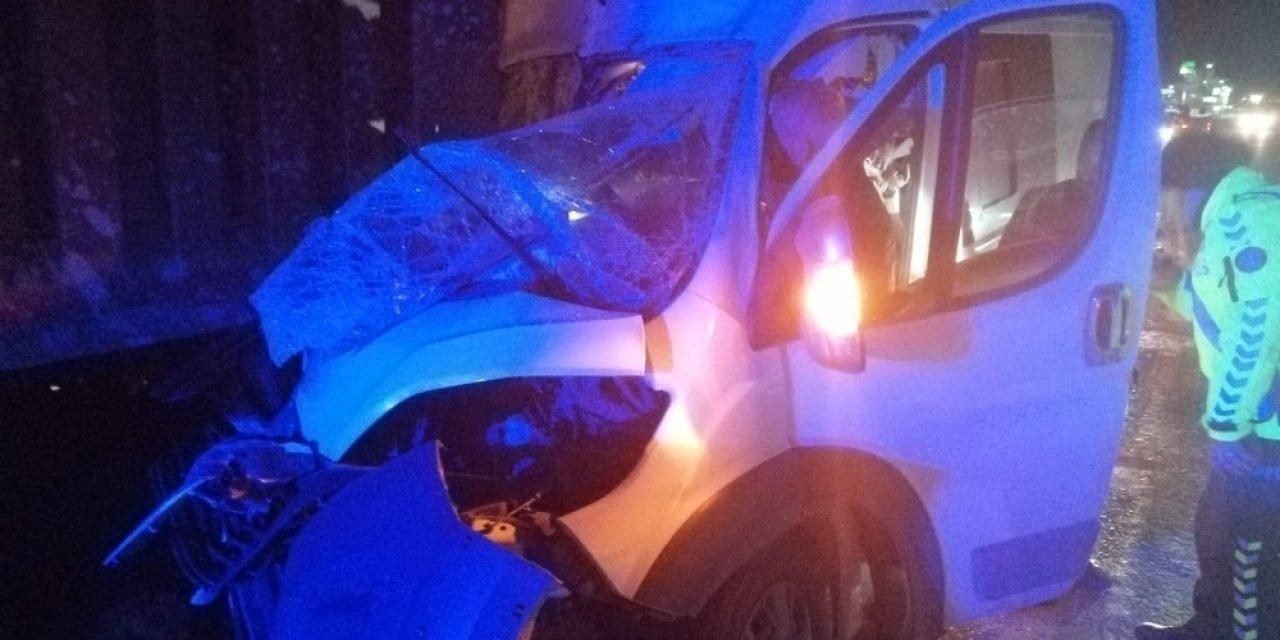 Seyir halindeki kamyonet kamyona arkadan çarptı; 1 kişi yaralandı