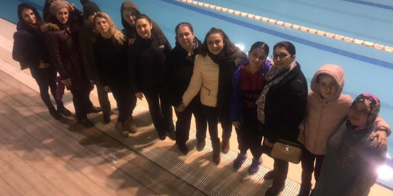 Yunusemre'de yüzme kursları devam ediyor