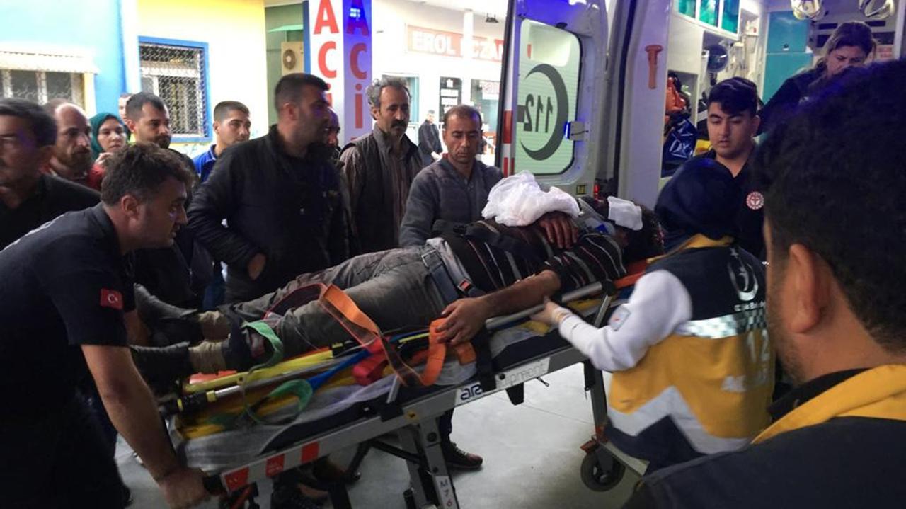 İşçi minibüsü şarampole yuvarlandı: 3 ölü, 14 yaralı