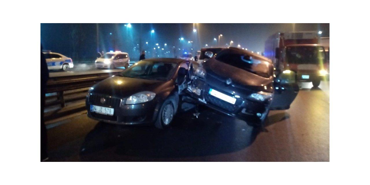 """Polisin """"DUR"""" ihtarına uymadılar, kaçarken araç çekicisine çarptılar"""