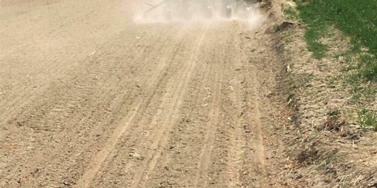 Soğan tohumları toprakla buluşmaya başladı