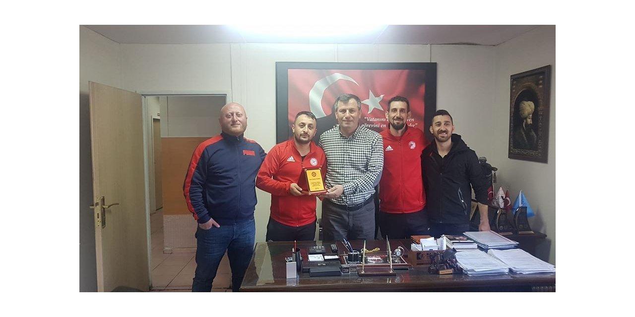 Zonguldak Kömürspor taraftarlarından spor adamına plaket