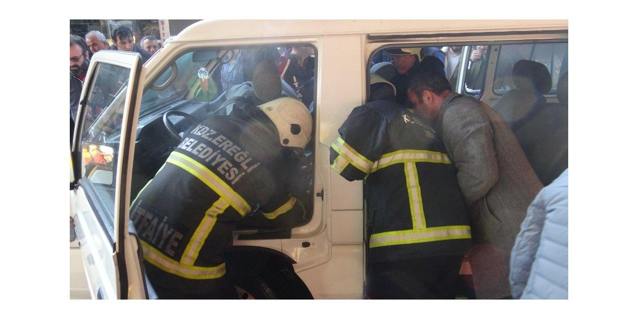 Minibüste çıkan yangını vatandaşlar söndürdü