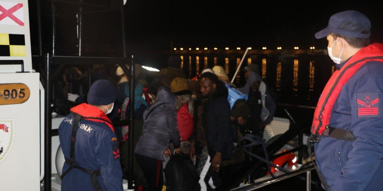 Çanakkale açıklarında lastik bottaki 45 sığınmacı karaya çıkarıldı