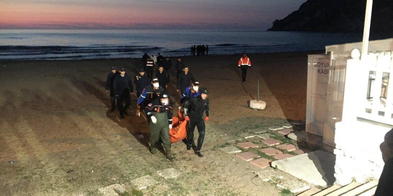Bartın'da sahilde erkek cesedi bulundu