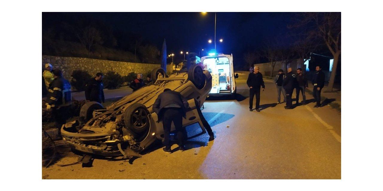 Polisin 'dur' ihtarına uymayan sürücü kaza yaptı
