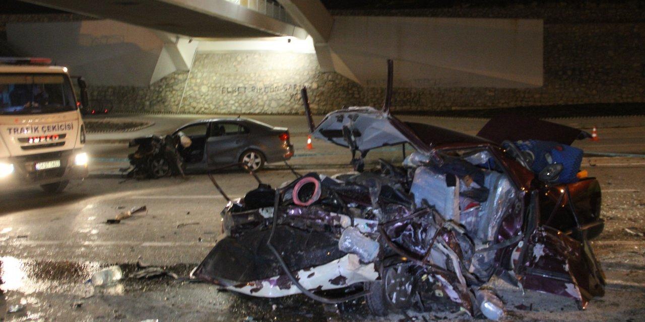 Konya'da iki otomobil çarpıştı: 3 ölü