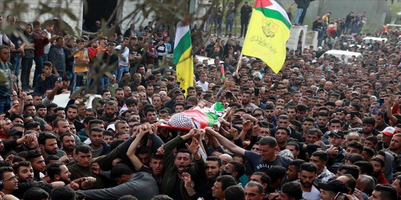 Batı Şeria çocuk şehidini uğurladı