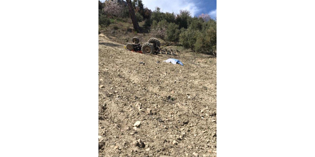 Mersin'de devrilen traktörün altında kalan sürücü öldü