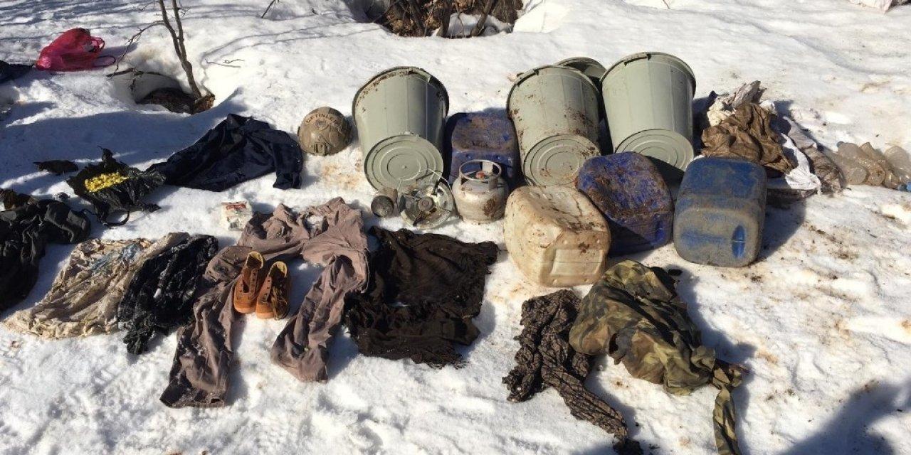 Siirt'te teröristlere ait 17 mağara imha edildi