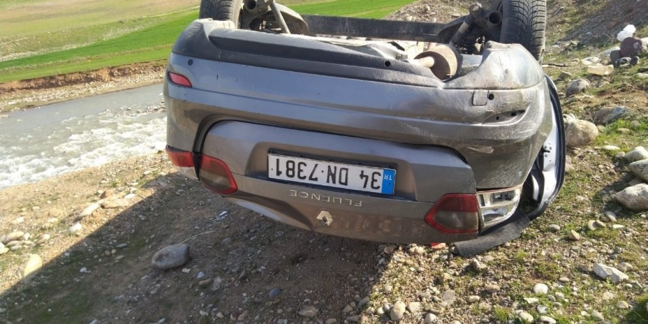 Siirt'te kontrolden çıkan araç takla attı: 2 yaralı
