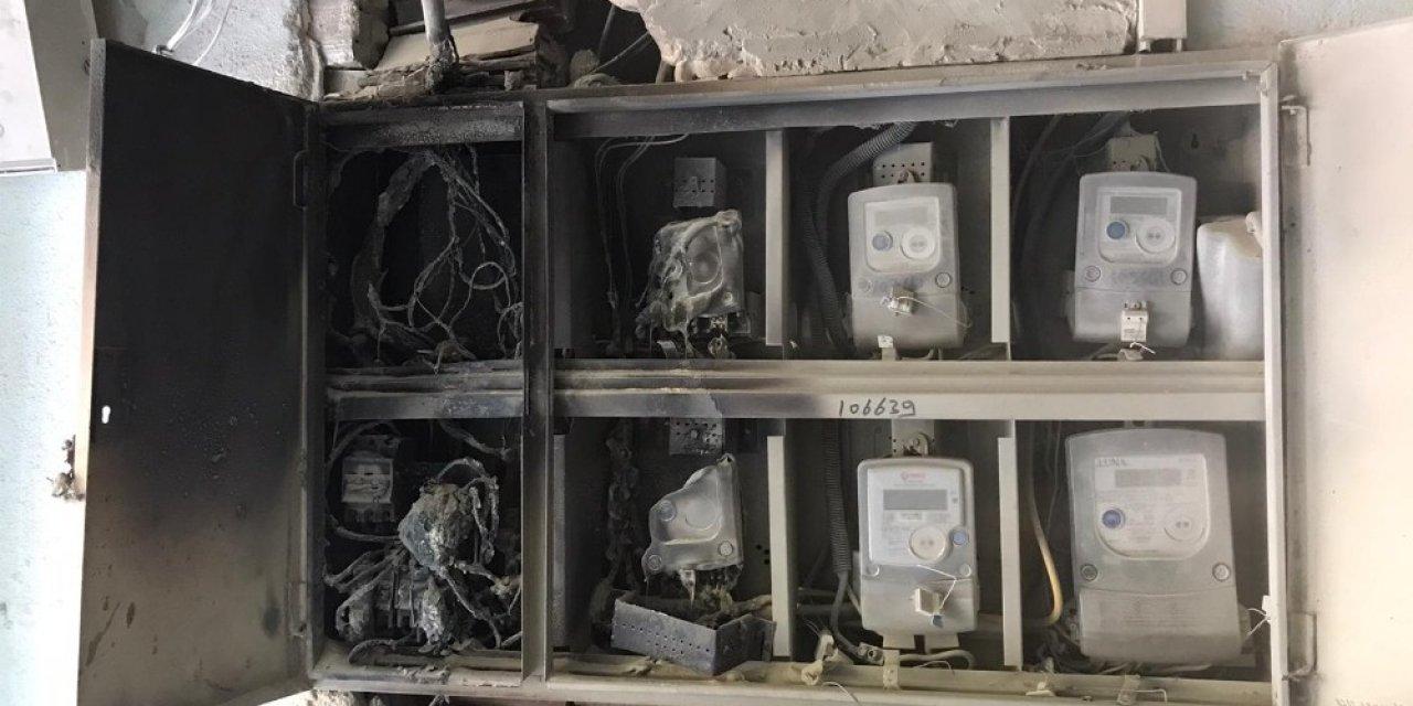 Apartmanın elektrik panosu patladı