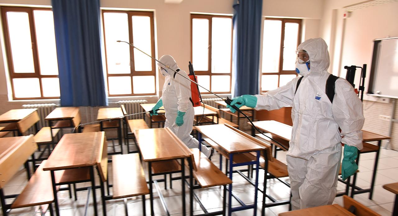 Karatay'da tüm okullar dezenfekte ediliyor