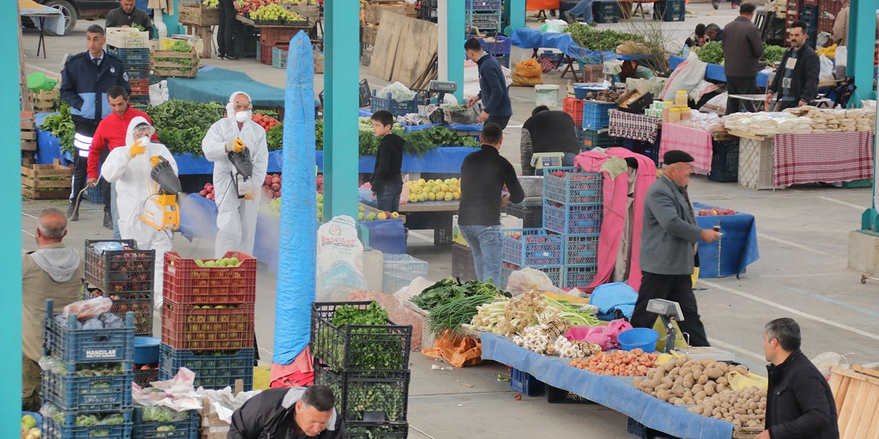 Akşehir'de dezenfeksiyon çalışmalarını sürdürüyor