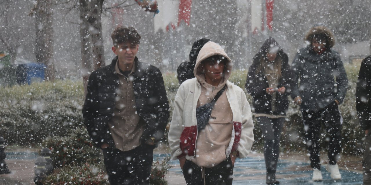 Bolu ve Düzce'de kar etkili oluyor