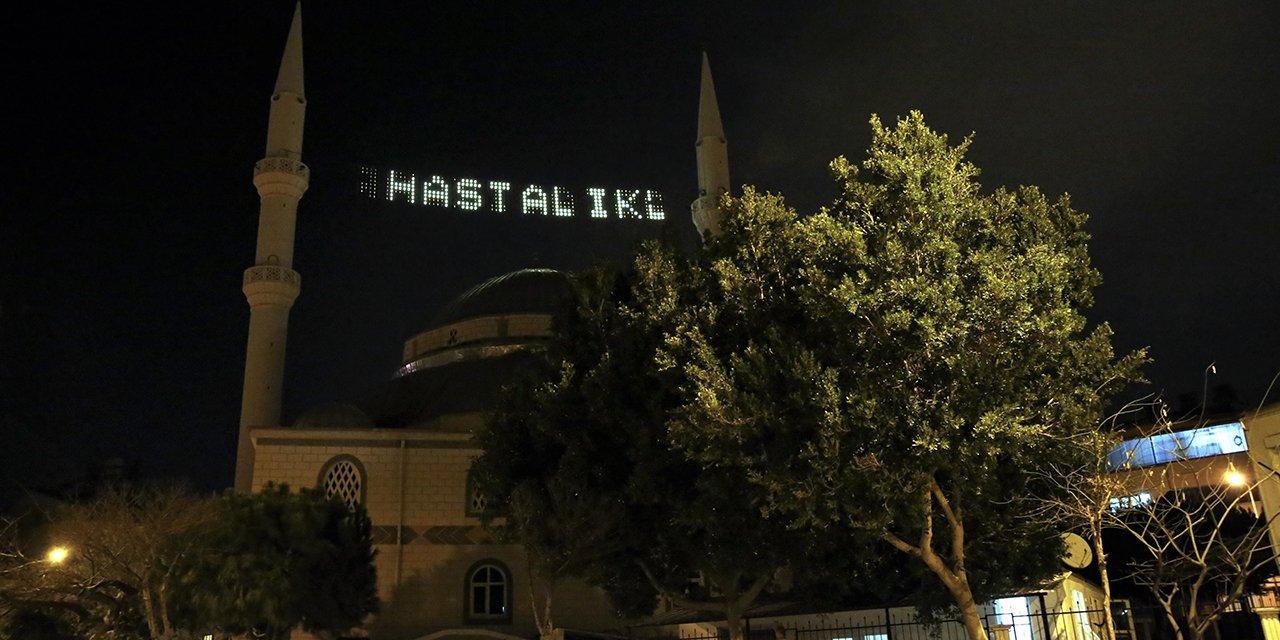 Antalya'da bir camideki dijital mahyadan koronavirüs uyarısı yapıldı