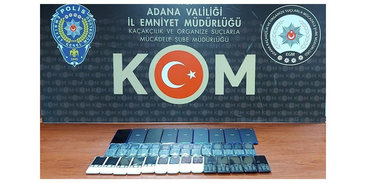 Polis baskınında 37 adet kaçak cep telefonu ele geçirildi