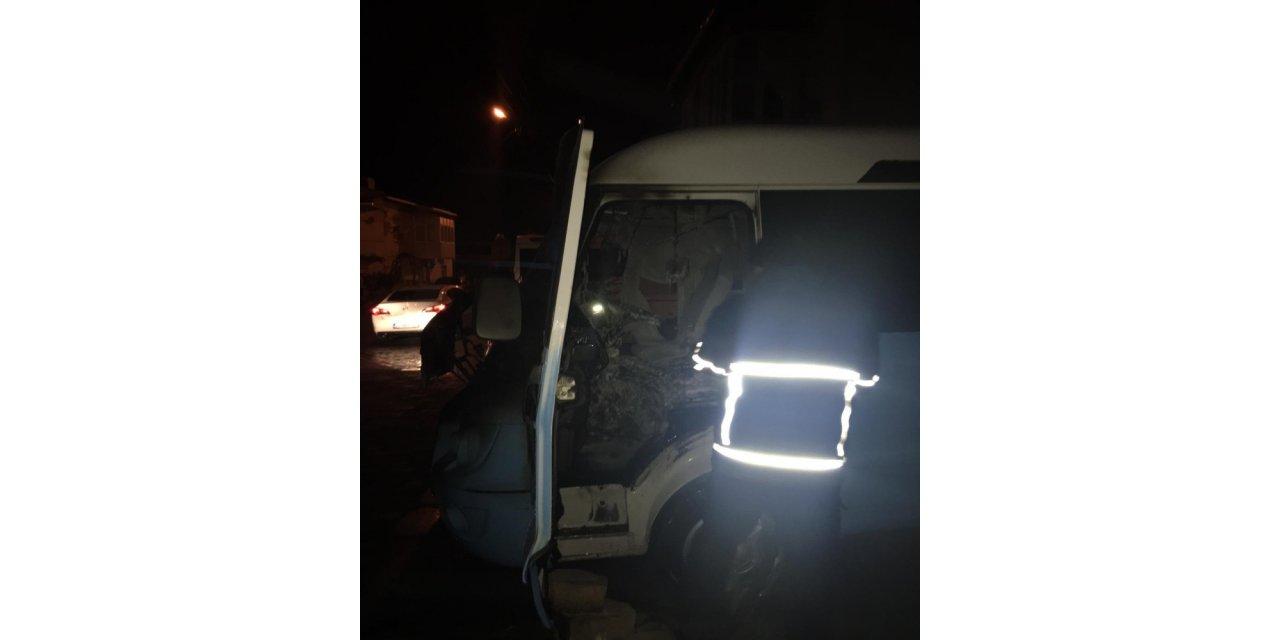 Keşan'da gece yarısı korkutan araç yangını