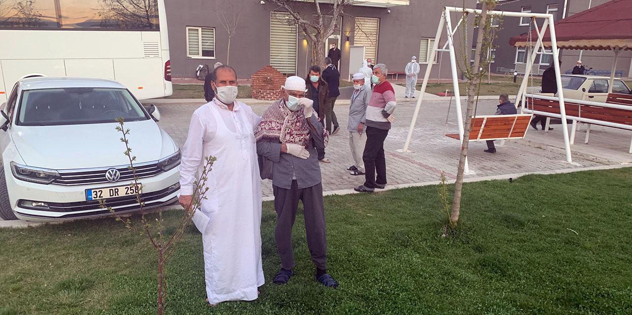 Tedavisi biten 39 umreci Konya, Kahramanmaraş ve Şanlıurfa'yagönderildi