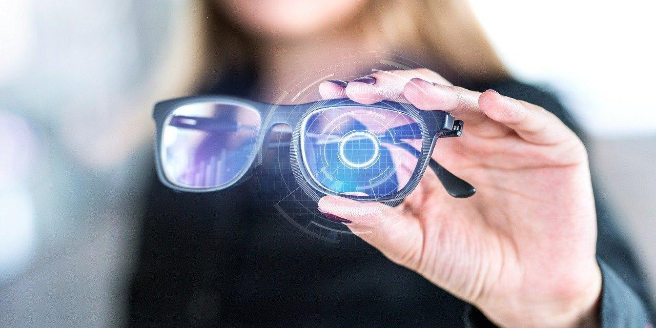 Hatıralarımızı Getiren Gözlük İçin Teknoloji Savaşı