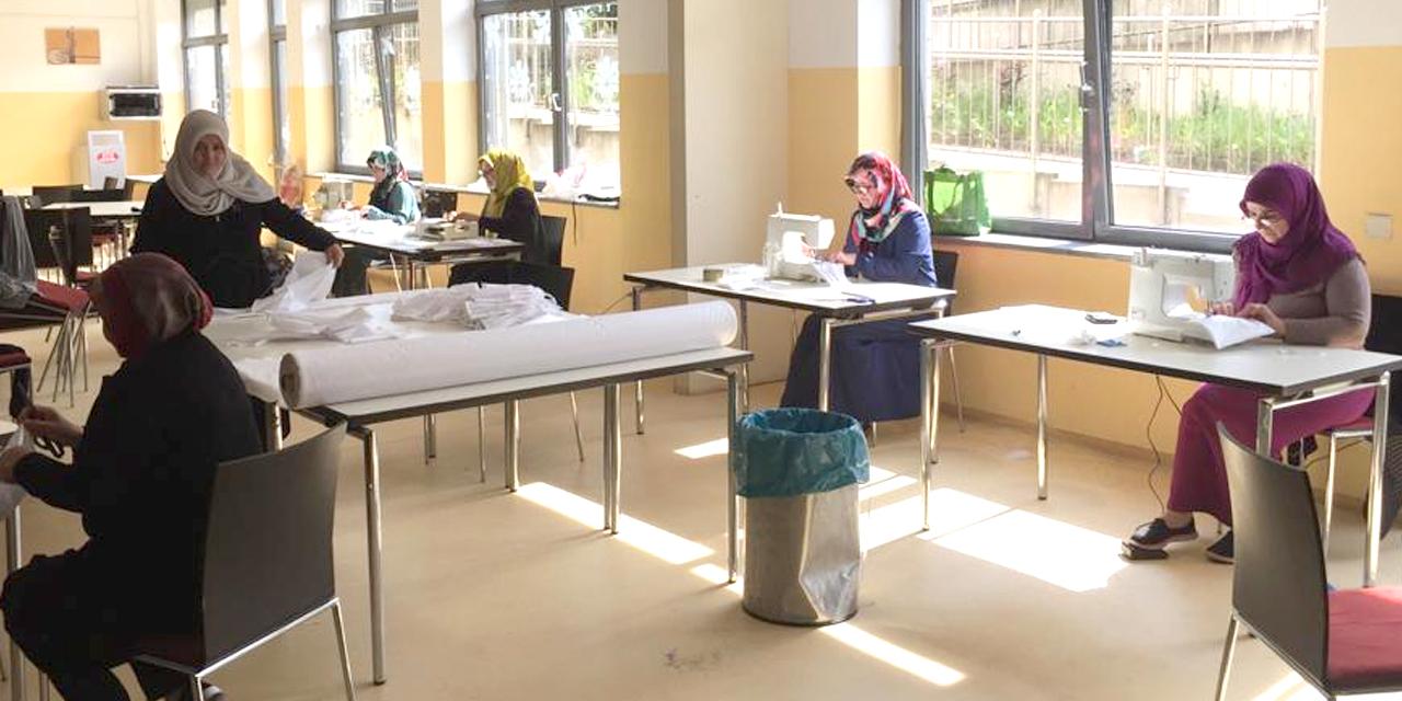 Duisburg DİTİB Camii Kadınlar Kolu maske üretiyor
