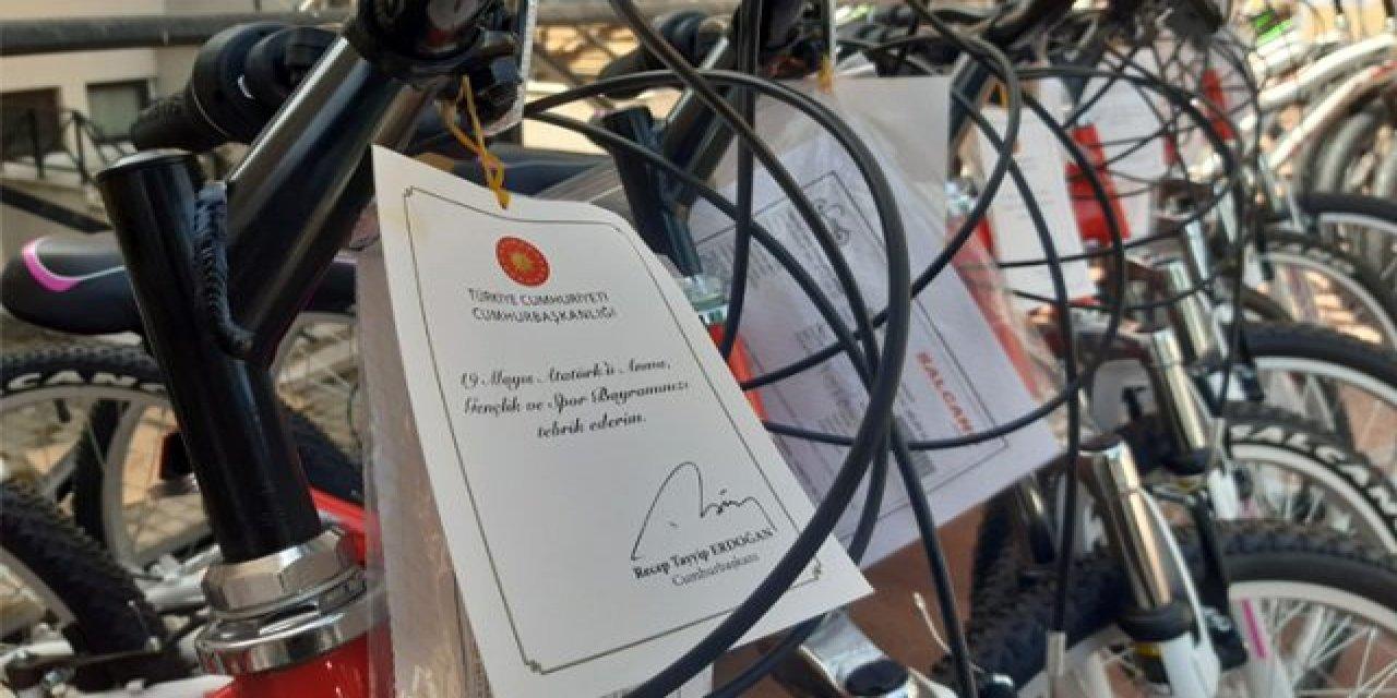İstanbul'daki çocuklara bisikletler Cumhurbaşkanı'ndan, gençlere kısıtlama kalkıyor mu?