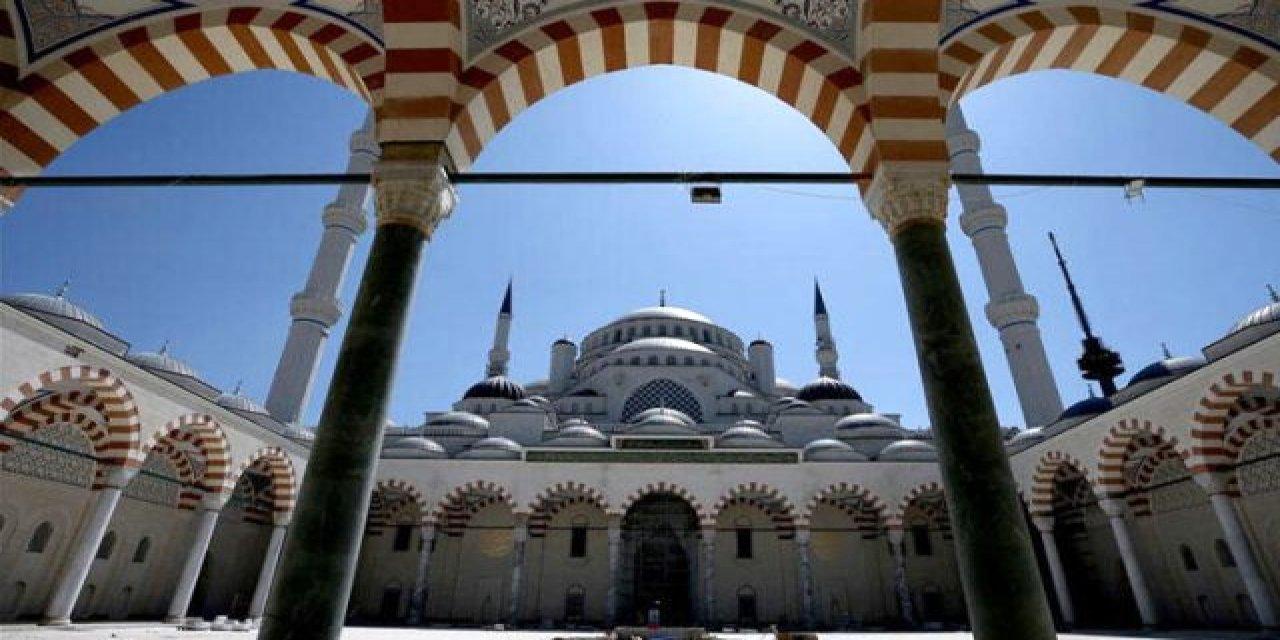 İzmir'de camilerde müzik yayınlandı