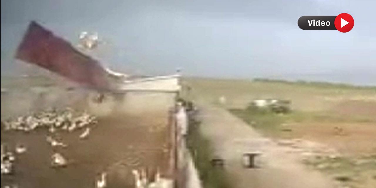 Konya'daki fırtınada çiftliğin çatısı uçtu! Kamera kayıttaydı