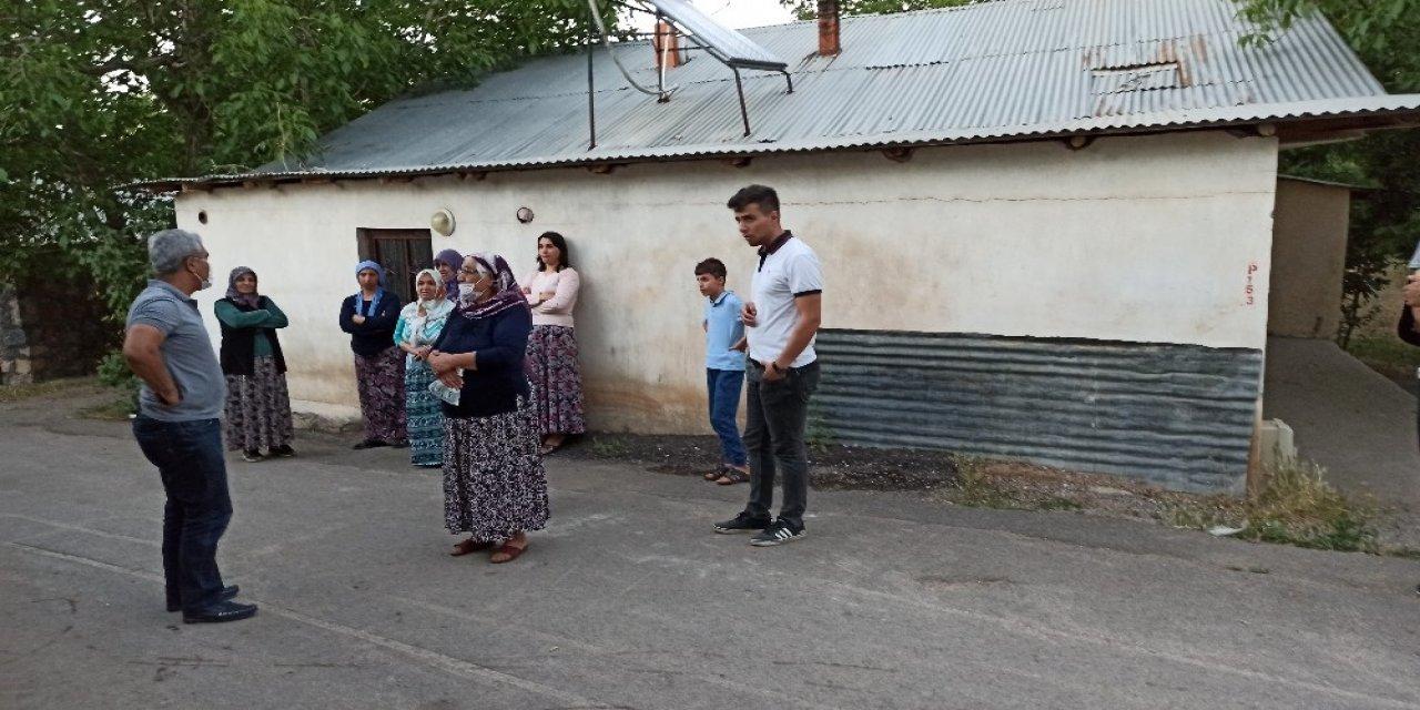 İsmini değiştiren öğretmen satırla 40 yıllık komşularına saldırdı