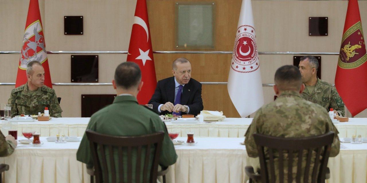 Cumhurbaşkanı Erdoğan iftarı askerlerle yaptı