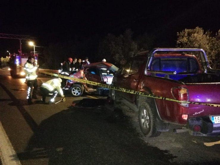 Otomobil ile kamyonet kafa kafaya çarpıştı: 1 ölü 3 yaralı