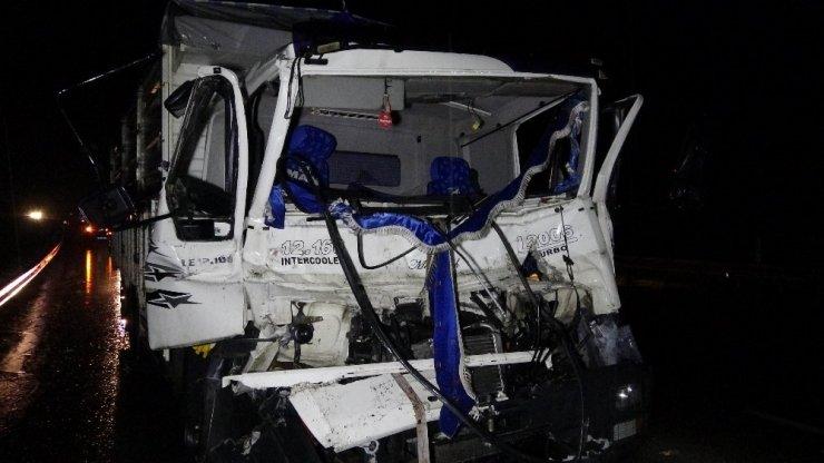 Samsun'da kamyon tıra arkadan çarptı: 2 yaralı