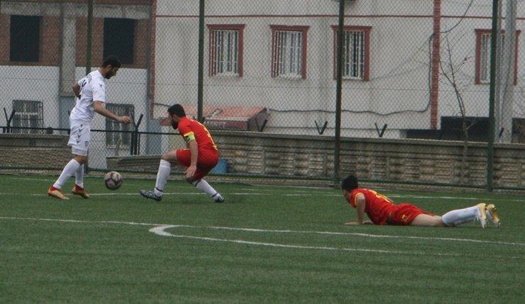 Silvan Aslanspor Çamlıca Gençlikspor'u 4-0 mağlup etti