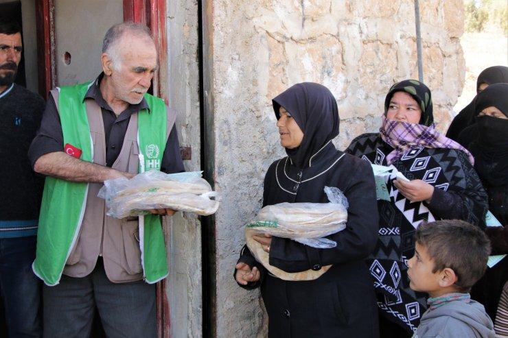 İHH Afrin'de iki ayda 3,5 milyon ekmek dağıttı