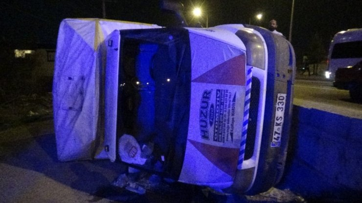 Diyarbakır'da kamyonet devrildi: 2'si çocuk 5 yaralı