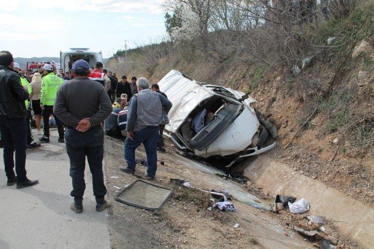 Minibüs şarampole yuvarlandı: 9 yaralı