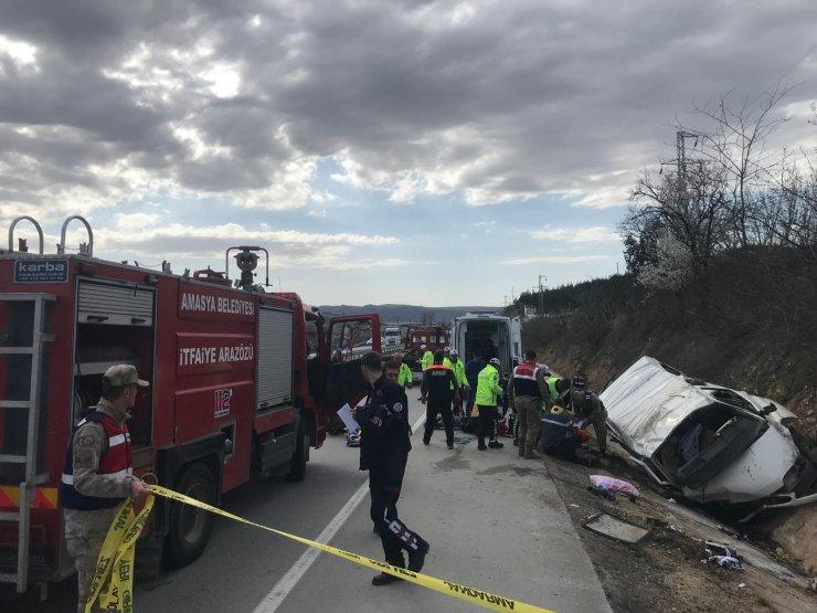 GÜNCELLEME - Amasya'da minibüs şarampole devrildi: 2 ölü, 7 yaralı
