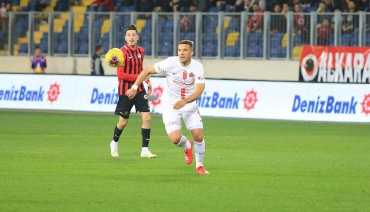 Podolski'den 5 maçta, 5 puanlık katkı