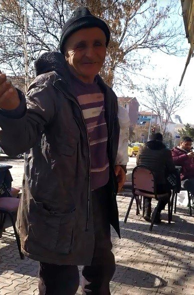 """Dilenciden şok itiraf: """"Cuma günleri en az 500 lira kazanıyorum"""""""