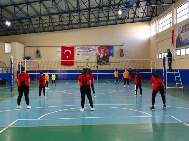 İncirliova'da voleybol turnuvası başladı