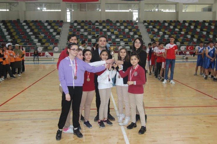 Okullararası basketbol turnuvası sona erdi