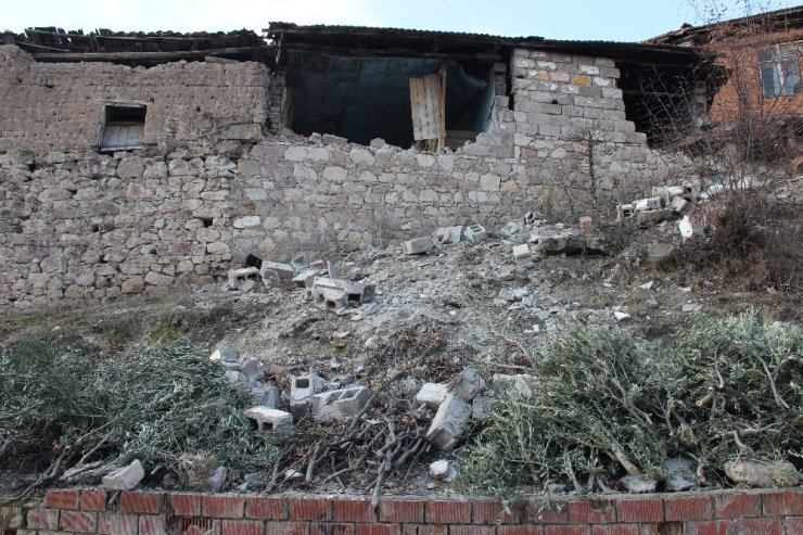Manisa'daki depremlerin yaraları sarıldı